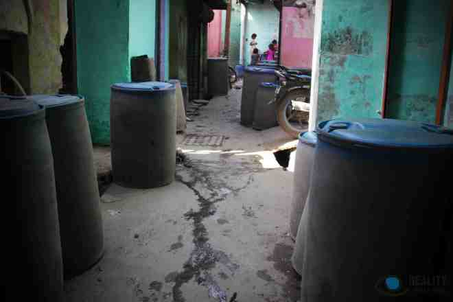 sanjay-colony-alley-with-water-tanks_14924322922_o